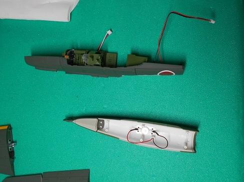 夫が作る模型飛行機「晴嵐」。機体の組み立て.JPG