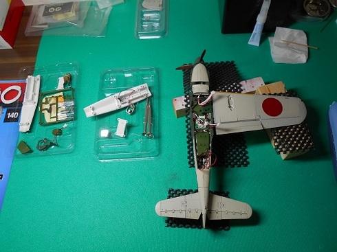 夫が作る模型飛行機「晴嵐」.JPG